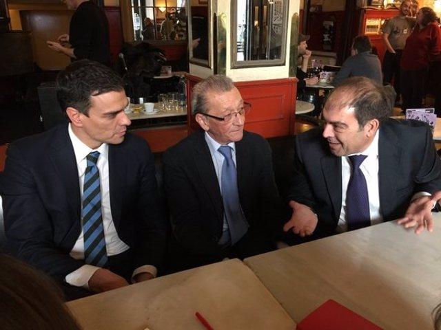 Pedro Sánchez (PSOE), Sebastián Reyna (UPTA) y Lorenzo Amor (ATA)