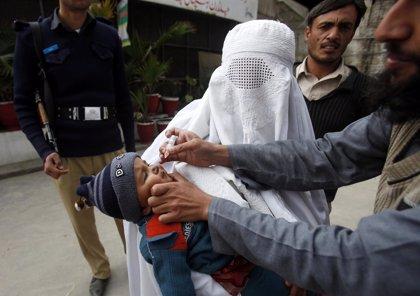Nuevo ataque contra un sanitario que vacunaba contra la polio en Pakistán