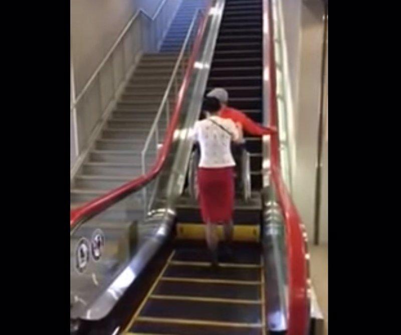 Ya no hace falta coger el ascensor esta escalera mec nica for Silla que se hace escalera