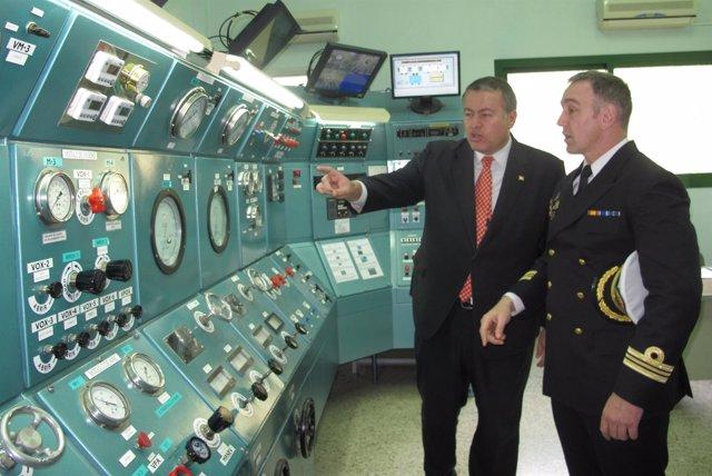 El consejero visita el Centro de Buceo de la Armada