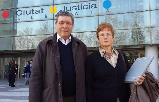 Pilar Alcorisa junto a su marido
