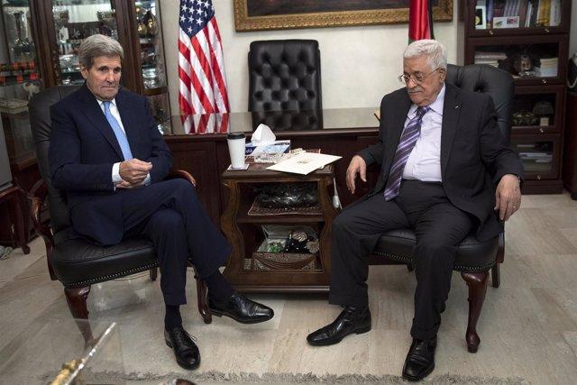 John Kerry y Mahmud Abbas reunidos en Amán