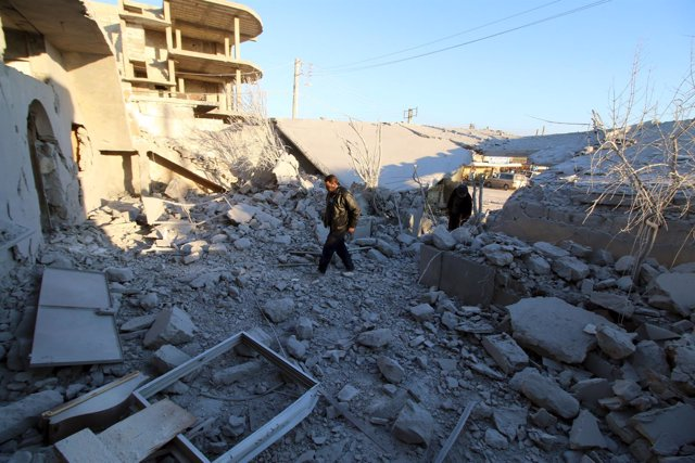 Edificio destruido por un ataque aéreo en la región siria de Alepo