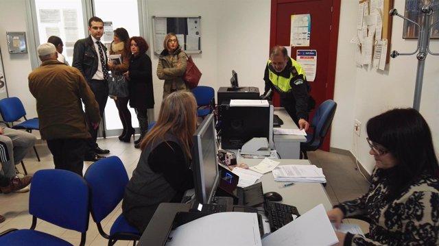 Visita del alcalde de Almería a la oficina de Gestión Municipal de La Cañada