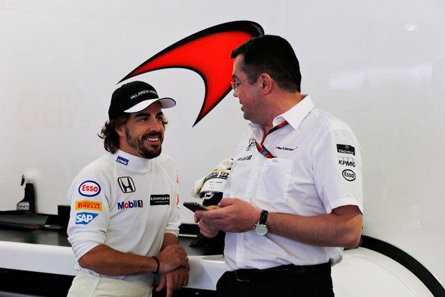 Fernando Alonso con Éric Boullier en  Russian Grand Prix