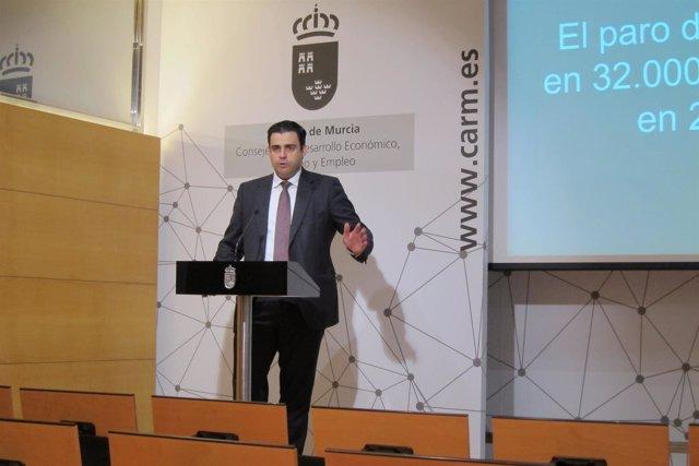 El director general de SEF, Alejandro Zamora, en rueda de prensa