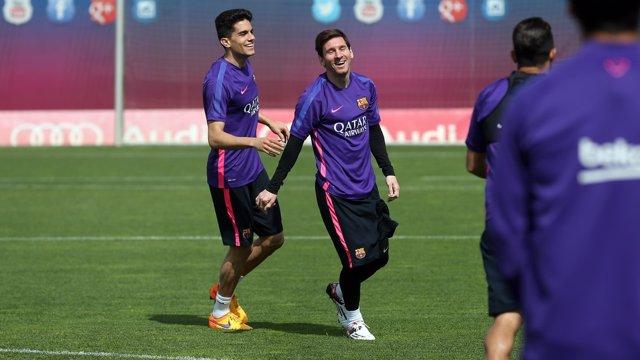 Messi y Bartra en el entrenamiento
