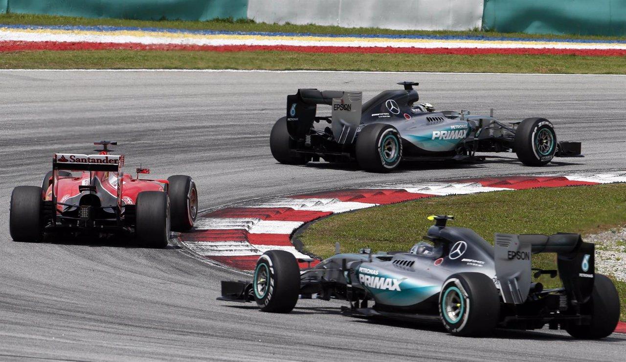 Vettel (Ferrari), entre Hamilton y Rosber (Mercedes) en Malasia