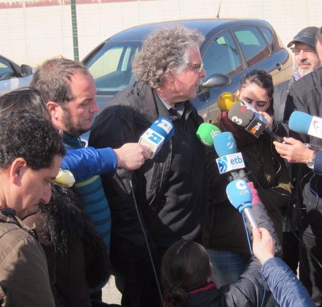 Joan Tardà y David Fernández atienden a los medios tras visitar a Otegi