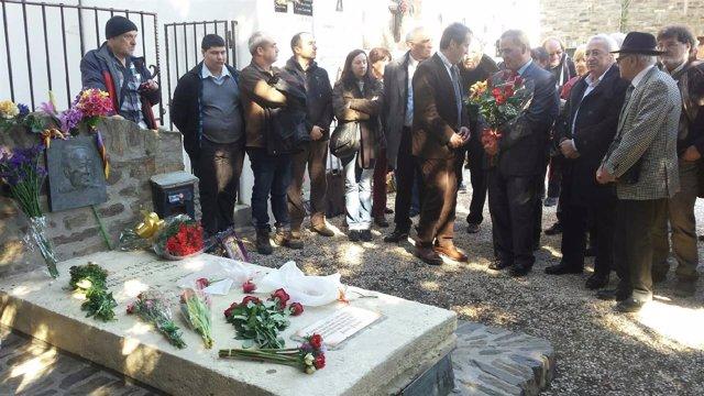 Acto de ofrenda floral a la tumba de Machado en Collioure (Francia)