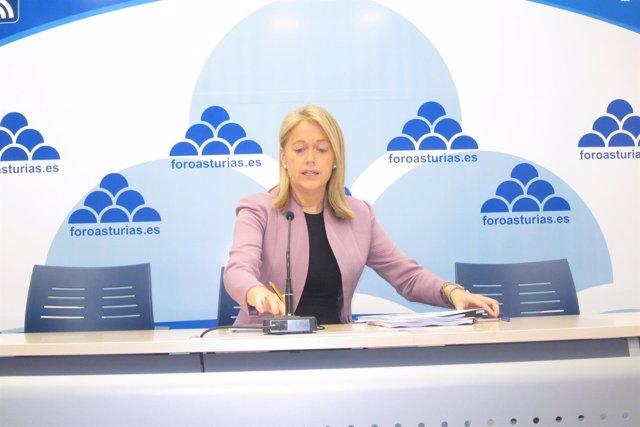La presidenta de Foro, Cristina Coto, durante la rueda de prensa.