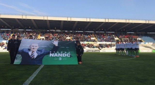 Minuto de silencio y homenaje a Nando Yosu