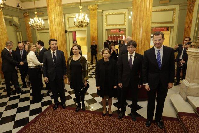 El ministro J.M.Soria, A.Colau, C.Forcadell, J.Puigdemont y el Rey Felip VI