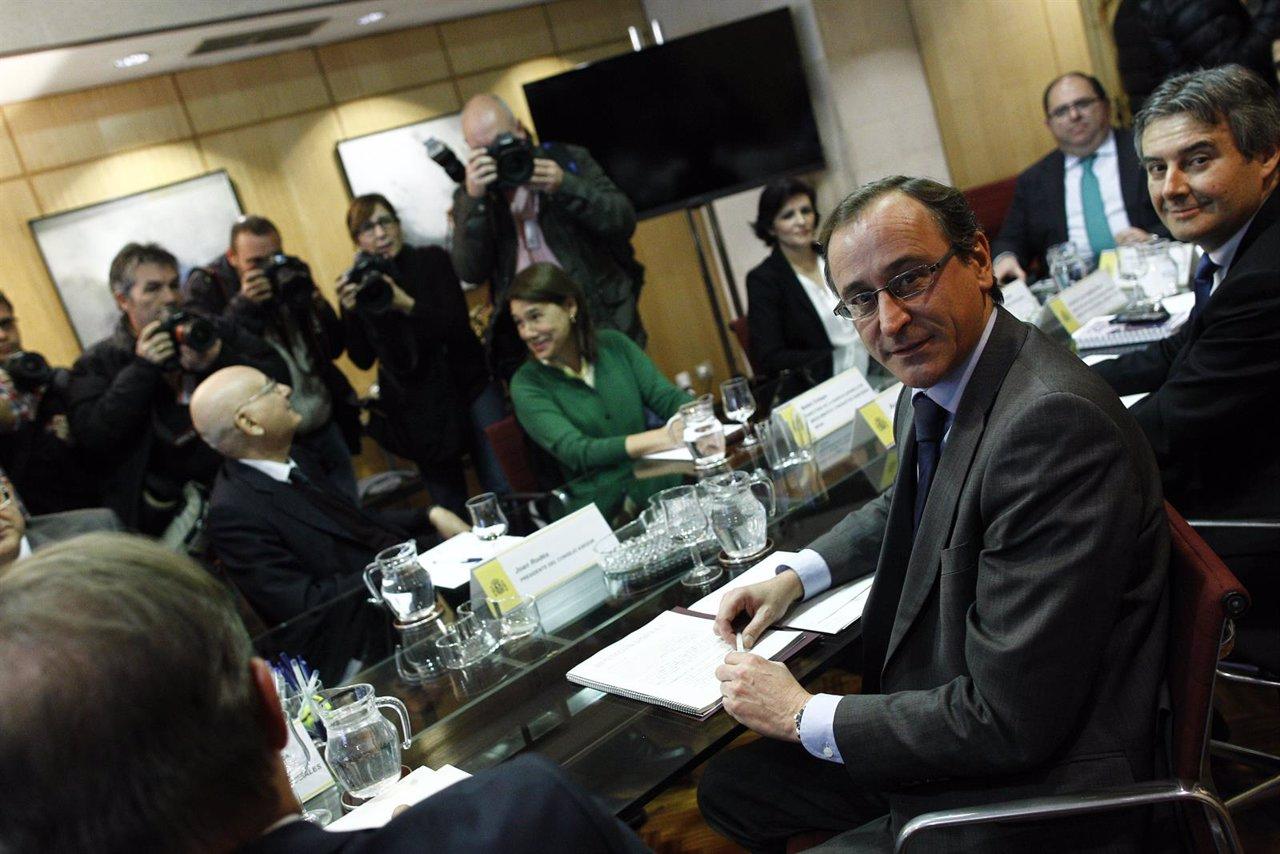 Alfonso Alonso preside la reunión de coordinación del plan de la hepatitis C