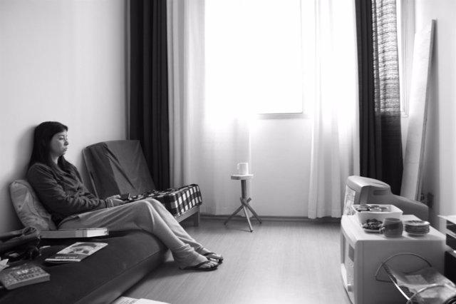 Mujer viendo la televisión