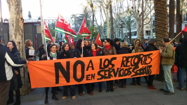 Protesta de la plantilla ante el Ayuntamiento.