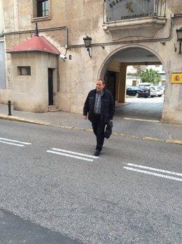 José Manuel Orengo saliendo de la Comandancia de la Guardia Civil de Patraix