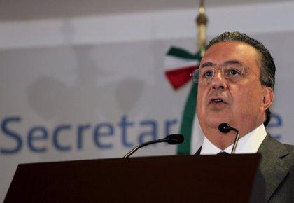 """""""Yo fumé marihuana y llegué"""" a ministro, asegura un exministro del Interior mexicano"""