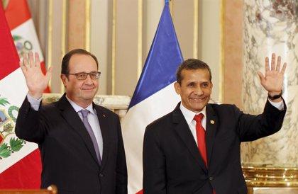 Hollande felicita a Perú por su economía durante su primera visita oficial