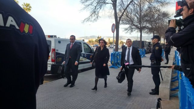 Diego Torres y su mujer llegan a la Audiencia de Baleares