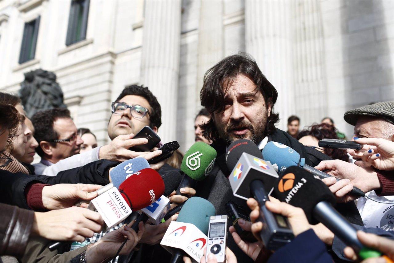 Rafael Mayoral, de Podemos, presenta en el Congreso iniciativas