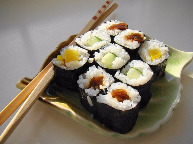 ¿Cuál Es La Forma Correcta De Comer Sushi?