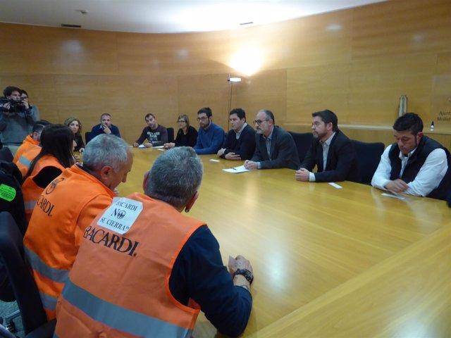 Reunión de alcaldes del Baix Vallès y trabajadores de Bacardi