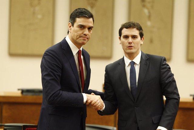 Pedro Sánchez y Rivera firman su acuerdo en el Congreso