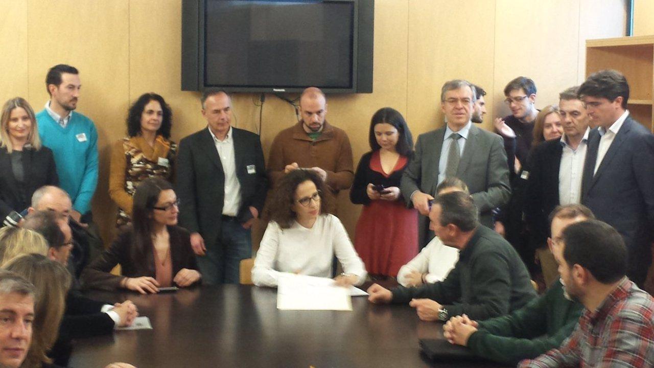 Partidos y organizaciones sociales firman un acuerdo por el autoconsumo