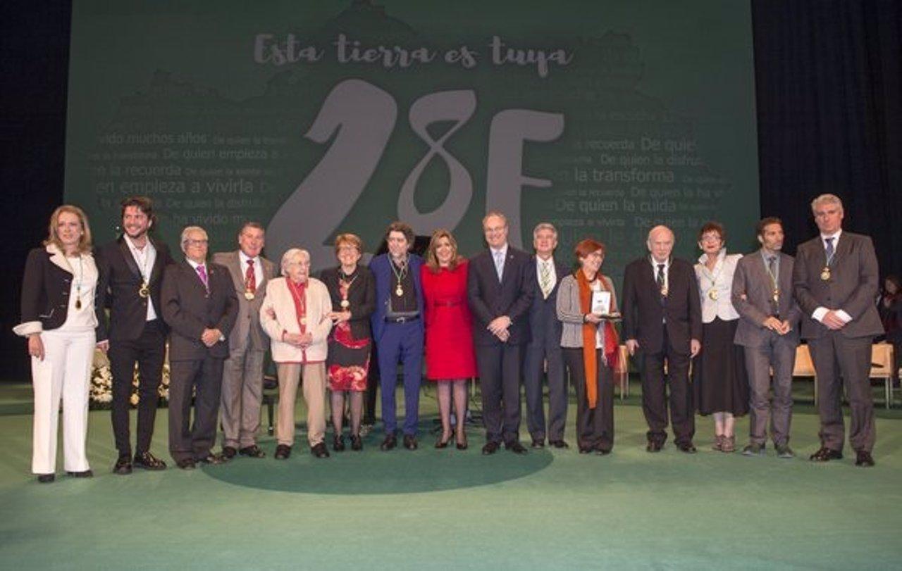 Susana Díaz con los distinguidos este 28F por el Día de Andalucía