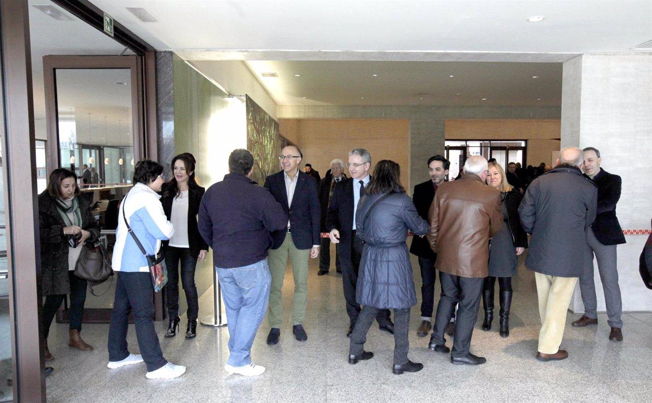 La Mesa de las Cortes recibe a los asistentes a la Jornada de Puertas Abiertas