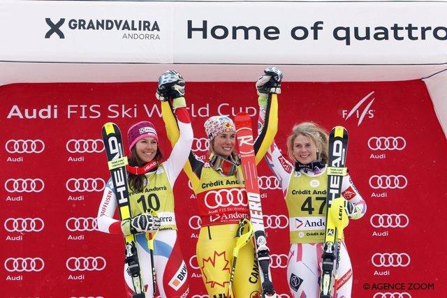 Gagnon celebra en el podio junto a Holdener  yBarthet