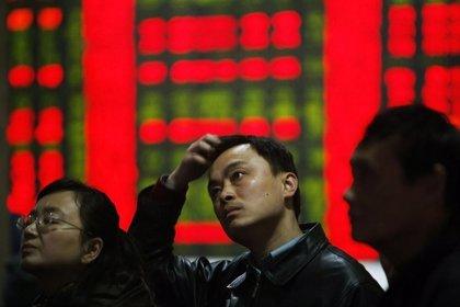 Las bolsas chinas registran fuertes pérdidas y cierran en mínimos de un mes