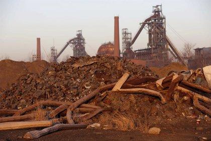 China prevé recortar 1,8 millones de empleos en el carbón y la siderurgia