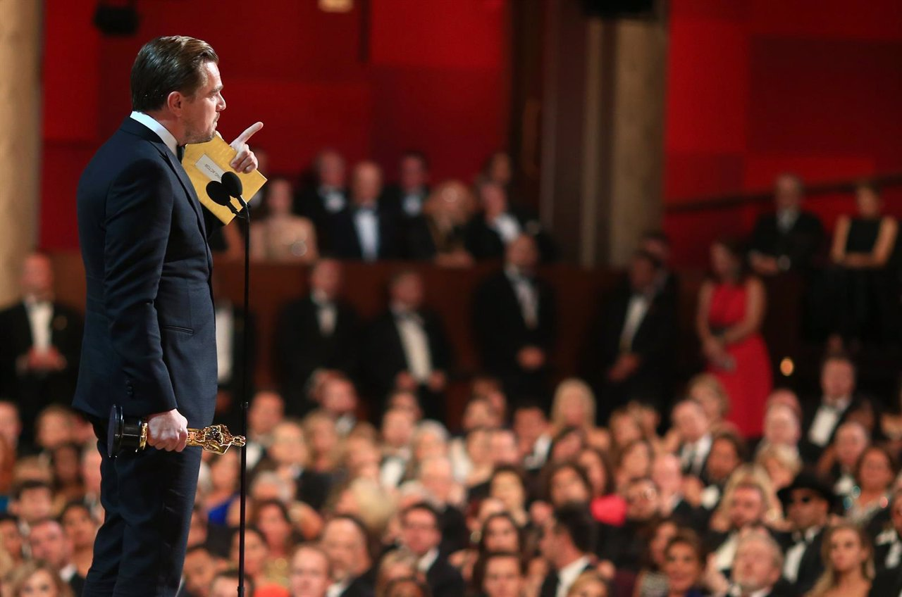Leonardo DiCaprio gana Mejor actor en los Oscar 2016