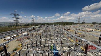 Ferrovial entra en servicios industriales con la compra de Siemsa
