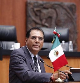 El senador de Oaxaca, Benjamín Robles presenta su renuncia al PRD