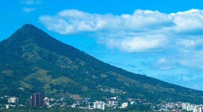 El Salvador: volcanes, playas y reservas naturales 'a tan solo media hora'