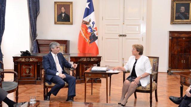 Francisco Reynés (Abertis) y  la presidenta de Chile, Michelle Bachelet