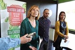La alcaldesa de Sant Boi, L.Moret, en una campaña dedicada a la alcachofa