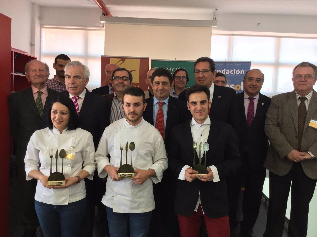 Los premiados, junto a autoridades, patrocinadores y miembros de Fecoan.