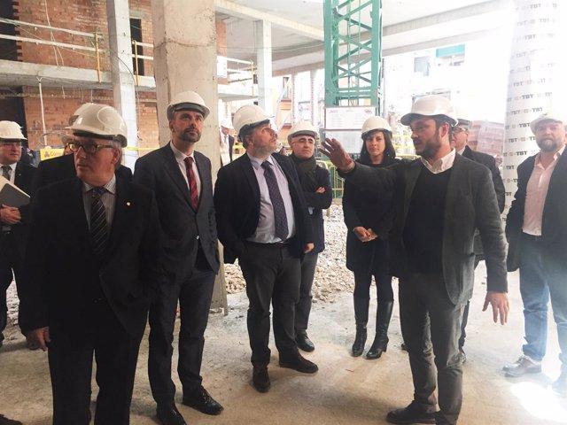 El conseller Santi Vila visita el futur Museu Casteller de Valls