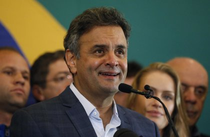 Aécio Neves dice que es el momento de que Rousseff renuncie a la presidencia