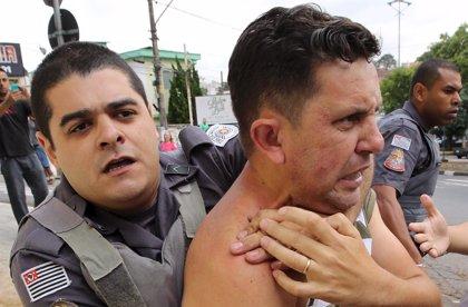 Tres detenidos en las protestas a favor y en contra de Lula frente a su residencia