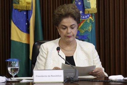 """Rousseff expresa su """"disconformidad"""" por la """"innecesaria"""" aprehensión de Lula"""