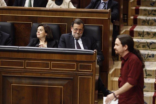 Mariano Rajoy y Pablo Iglesias en el debate de investidura de Sánchez