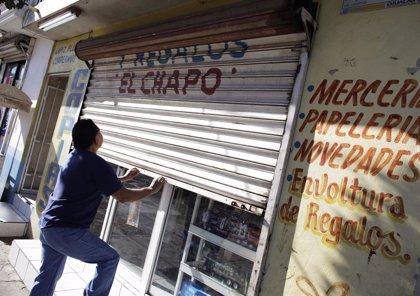 Familiares y abogados de 'El Chapo' protestan frente a la prisión mexicana de El Altiplano