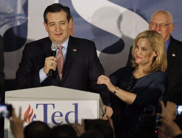 U.S. Republican presidential candidate Ted Cruz speaks with his wife Heidi Cruz
