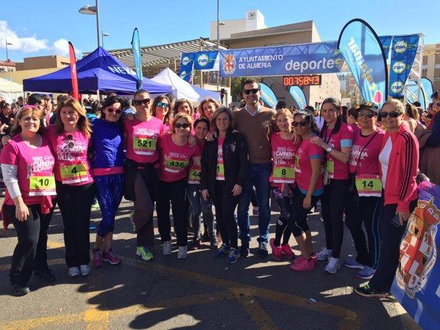 Participantes en la Carrera Solidaria de la Mujer en Almería