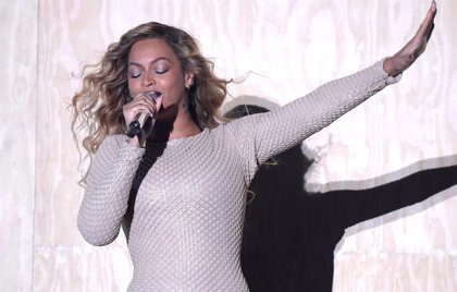 Beyonce canta I will always love you en un festival benéfico en el colegio de su hija
